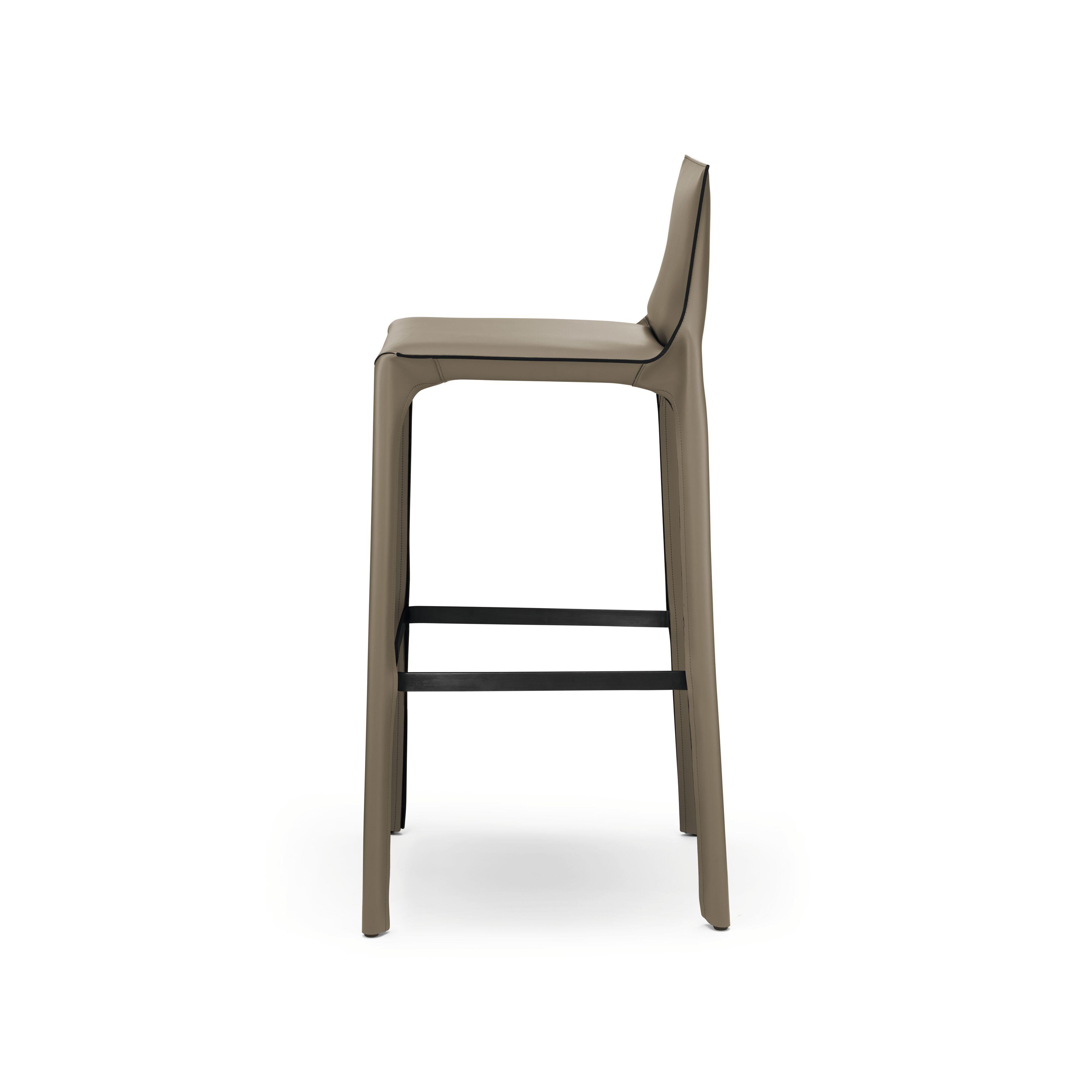 02-WK-Saddle-Chair_Barhocker-0003-H.tif
